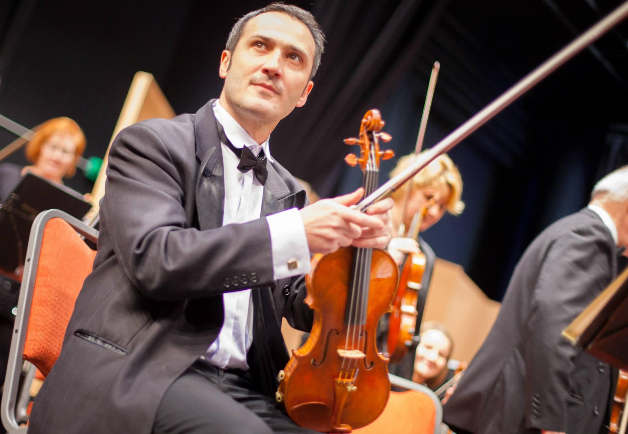 Jó műveket kell játszani, azokra vevő a közönség – villáminterjú Uhrin Viktorral